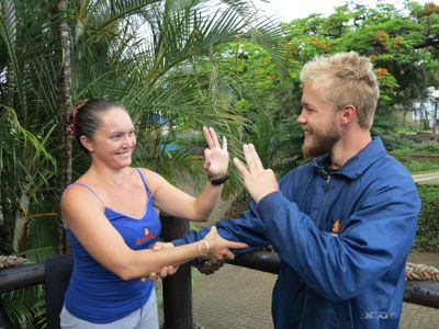 Scuba Diving Hand Signals hold on - scubaco diving & travel