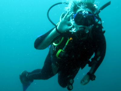 Scuba Diving Hand Signals - scubaco diving & travel