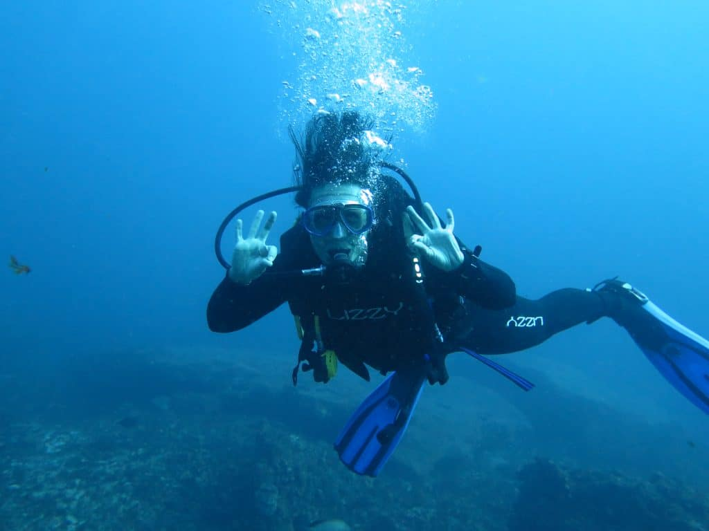 12 Essential Scuba Diving Tips For Beginners